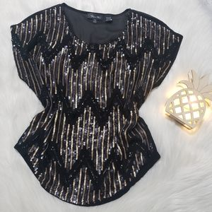 Miss Me Black/Gold Zig-Zag Scoop Neck Top.